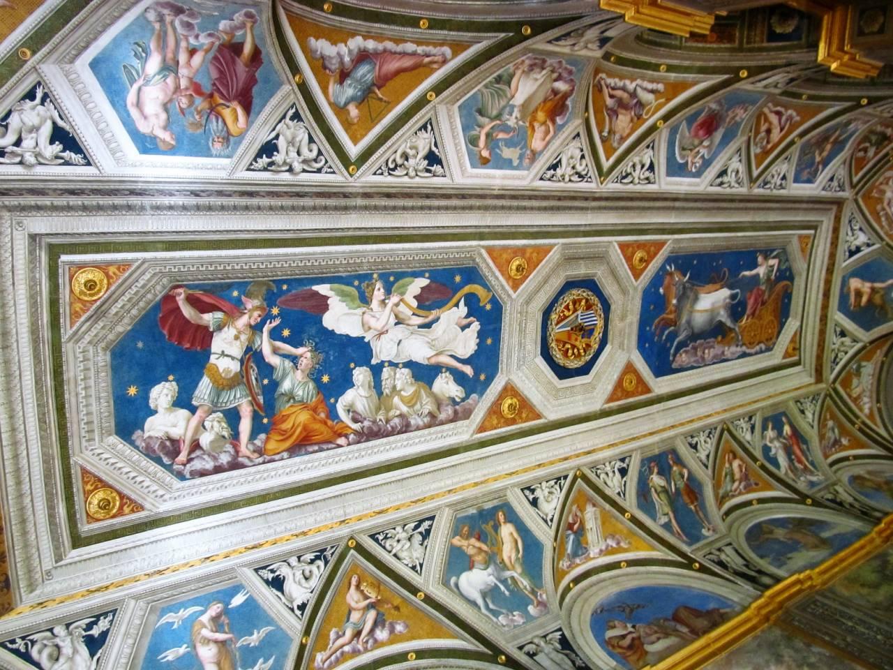 Сувенир из отпуска: гороскоп на потолке